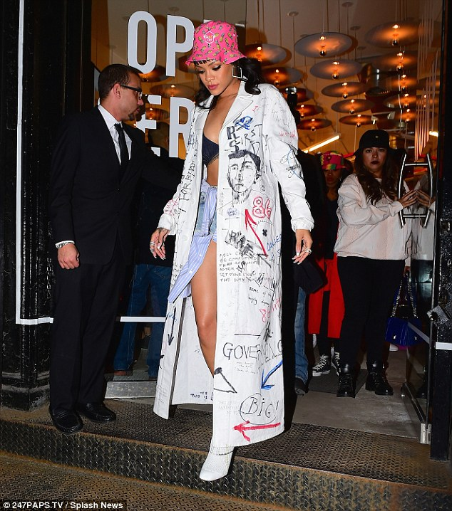 2727749C00000578-3019010-Coming_soon_Rihanna_has_been_working_on_her_eighth_studio_album_-a-21_1427786379559